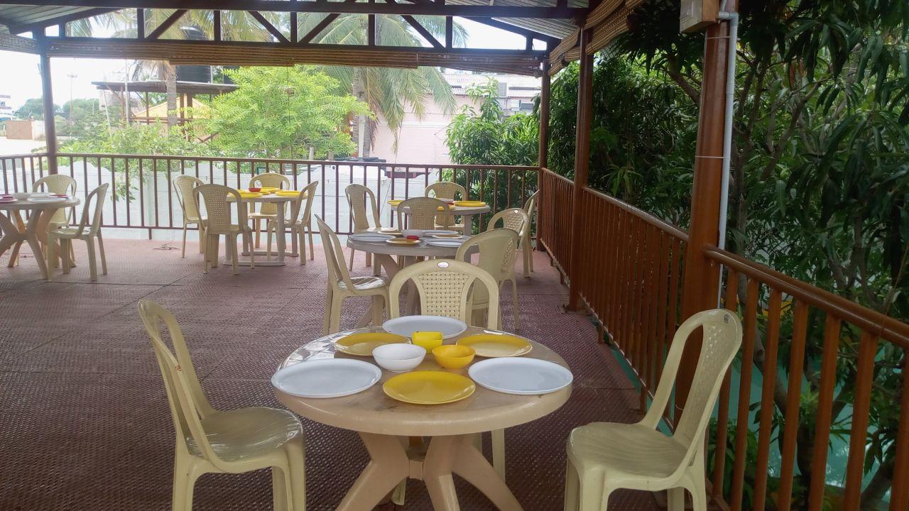 hut restaurant in perundurai, erode